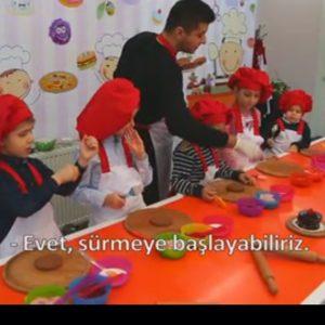 TV-8-1-Alp-3-Cocuk-Programi-Yas-Pasta-Calismasi